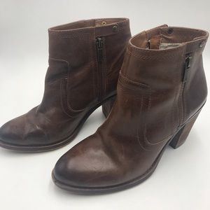 Fantastic LUCKY BRAND ankle brown boots!